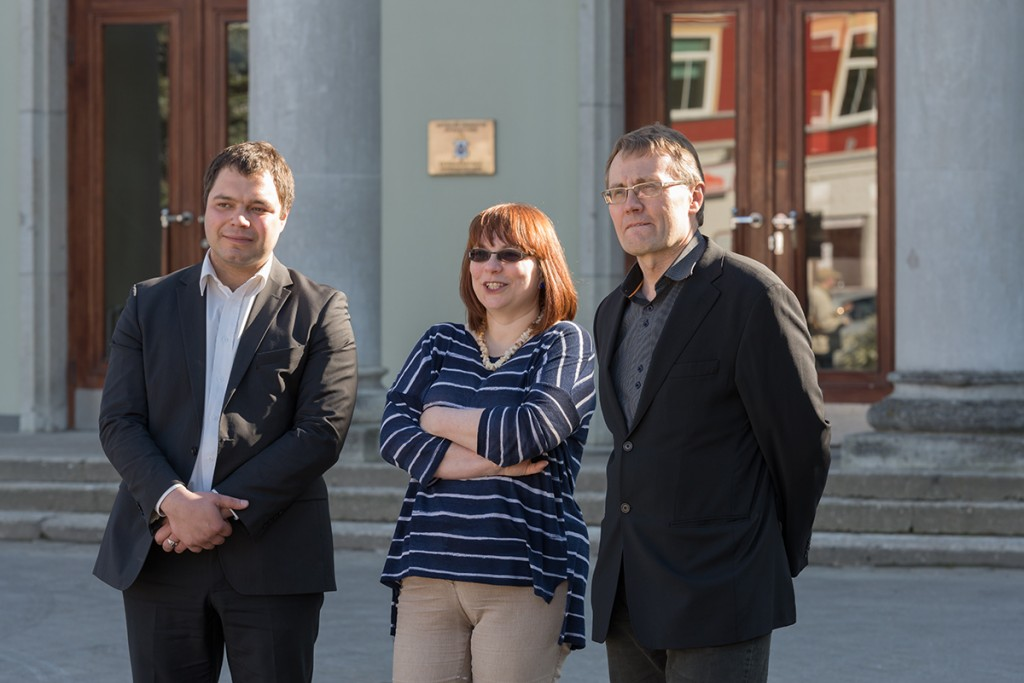 KÜÕA Muuseumi direktor Art Johanson, Reet Mark ja ERMi direktor Tõnis Lukas sõjamängu avamisel. 16.05 (1)